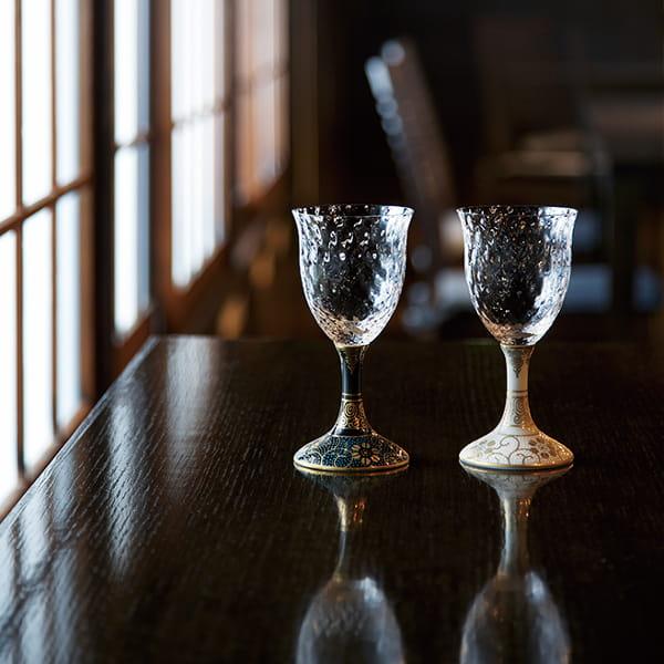九谷焼 / ペアワイングラス 青粒鉄仙・白粒鉄仙